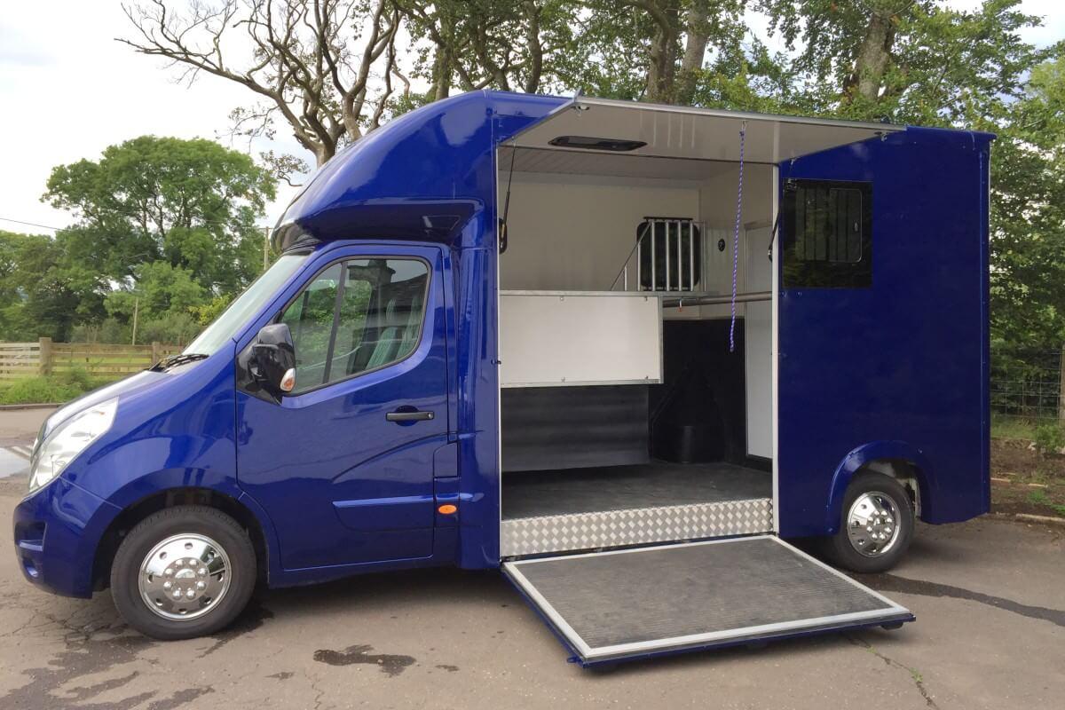 Vauxhall Movano Blue T35